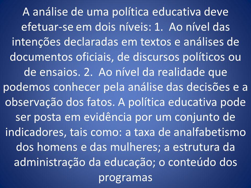 A análise de uma política educativa deve efetuar-se em dois níveis: 1