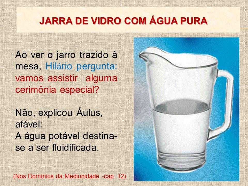 JARRA DE VIDRO COM ÁGUA PURA