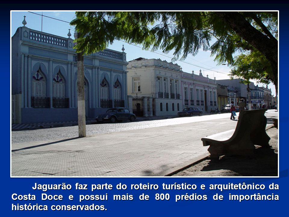 Jaguarão faz parte do roteiro turístico e arquitetônico da Costa Doce e possui mais de 800 prédios de importância histórica conservados.