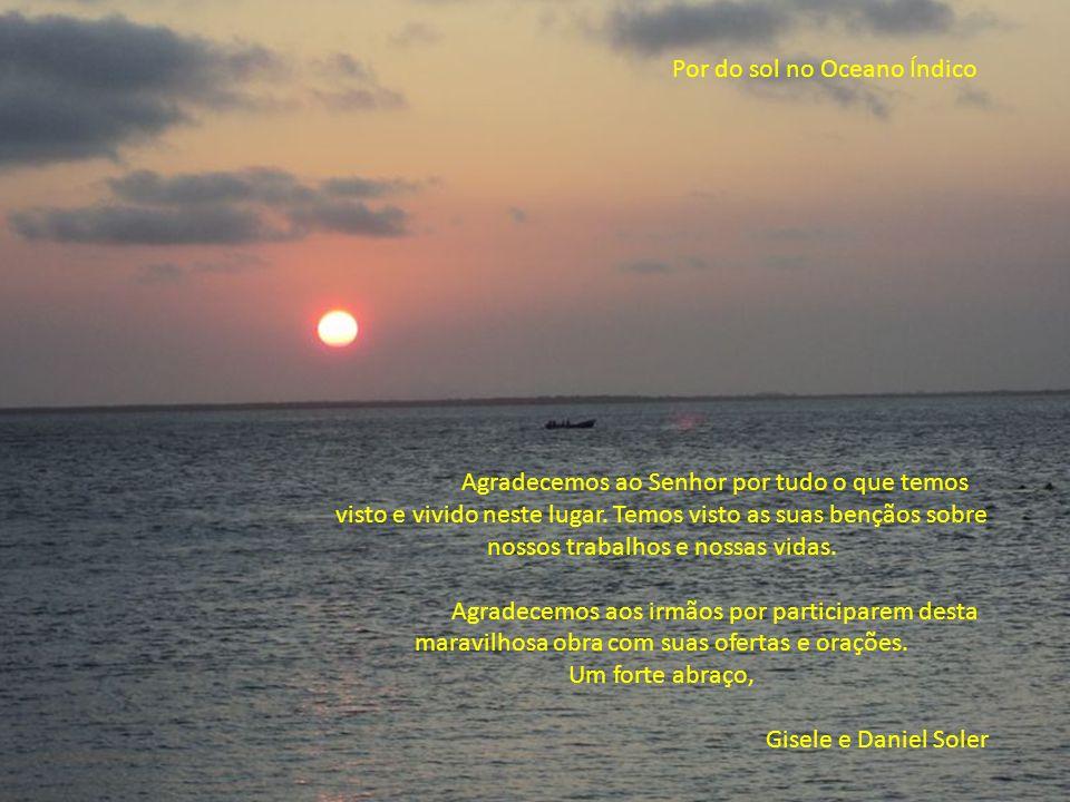Por do sol no Oceano Índico