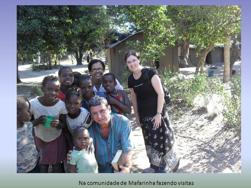 Na comunidade de Mafarinha fazendo visitas