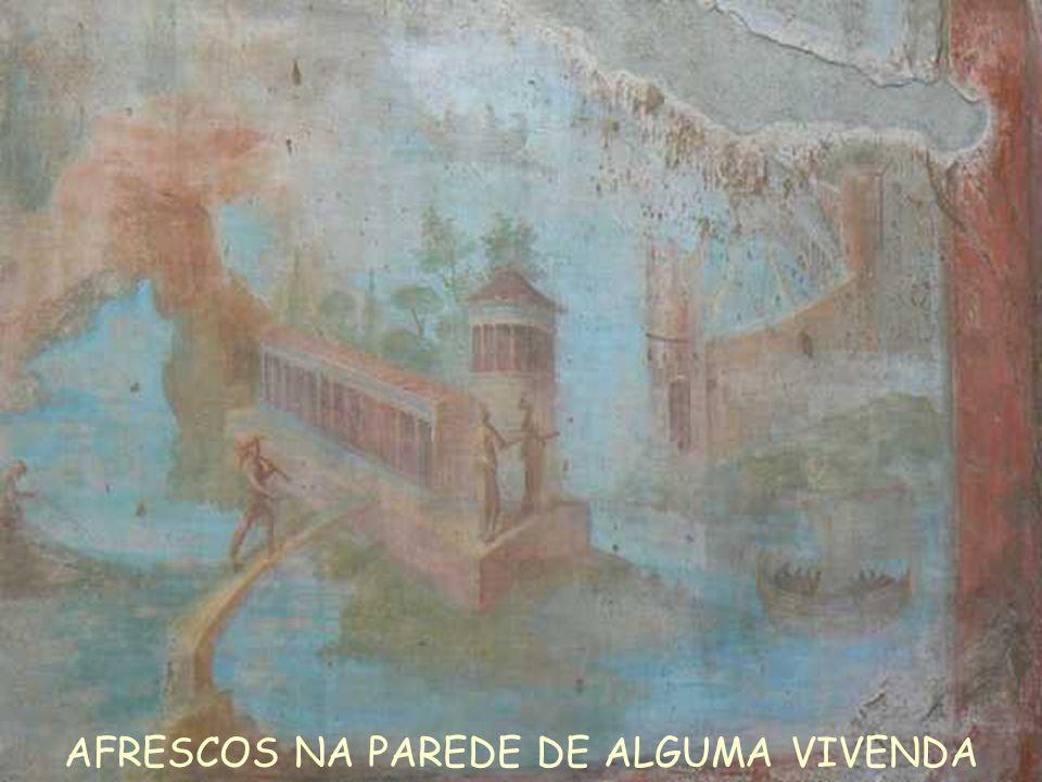 AFRESCOS NA PAREDE DE ALGUMA VIVENDA