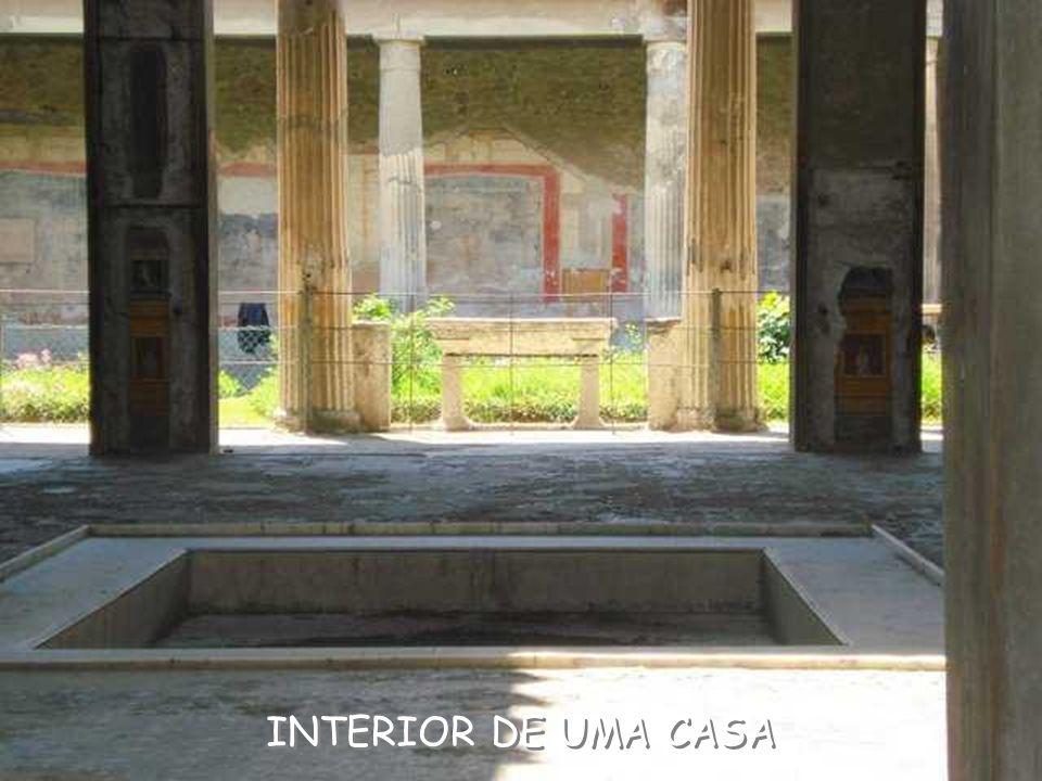 INTERIOR DE UMA CASA