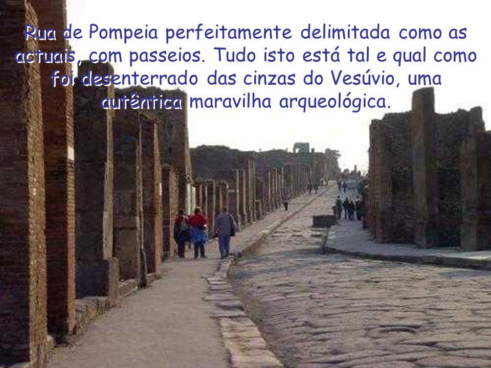 Rua de Pompeia perfeitamente delimitada como as actuais, com passeios