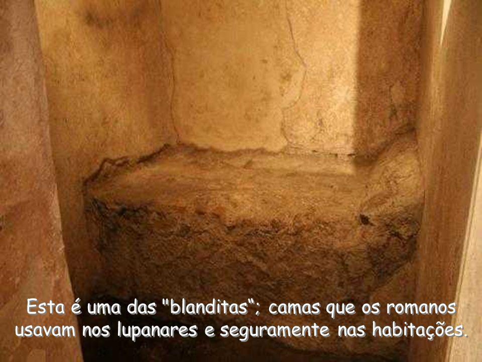 Esta é uma das blanditas ; camas que os romanos usavam nos lupanares e seguramente nas habitações.