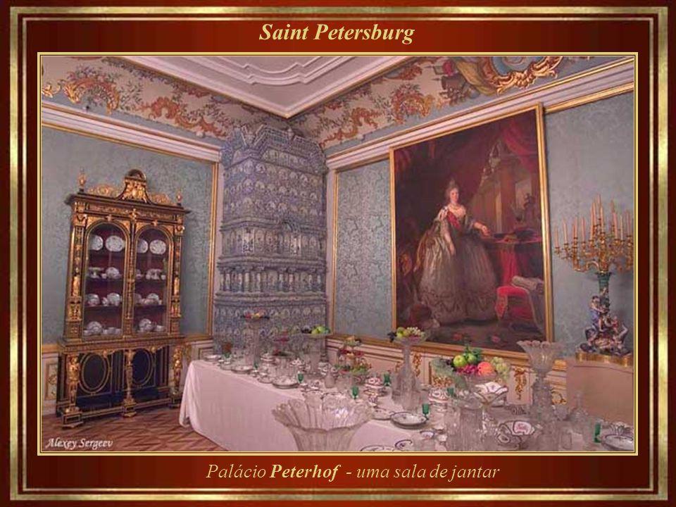 Saint Petersburg Palácio Peterhof - uma sala de jantar