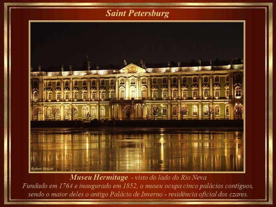 Museu Hermitage - visto do lado do Rio Neva