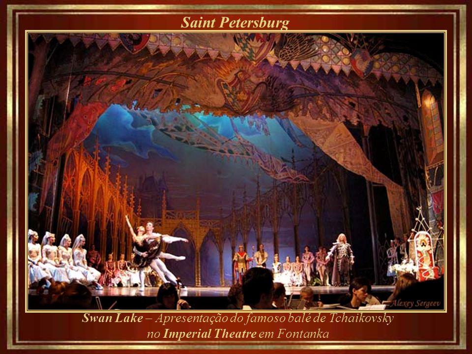 Saint Petersburg Swan Lake – Apresentação do famoso balé de Tchaikovsky no Imperial Theatre em Fontanka.