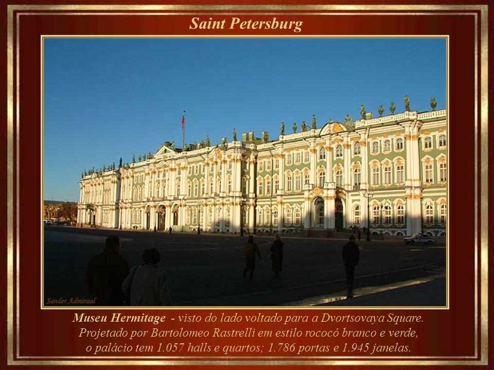 Saint Petersburg Museu Hermitage - visto do lado voltado para a Dvortsovaya Square.