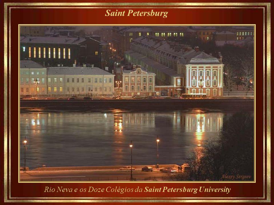 Rio Neva e os Doze Colégios da Saint Petersburg University