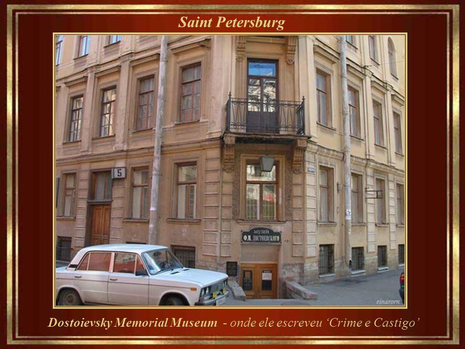 Saint Petersburg Dostoievsky Memorial Museum - onde ele escreveu 'Crime e Castigo'