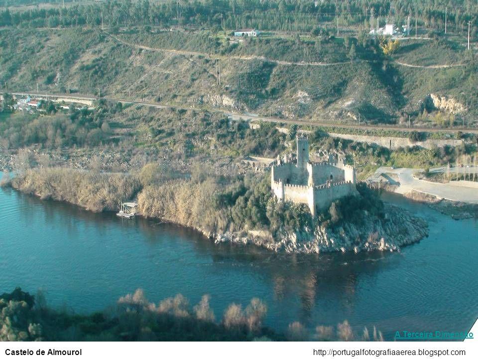 A Terceira Dimensão Castelo de Almourol http://portugalfotografiaaerea.blogspot.com