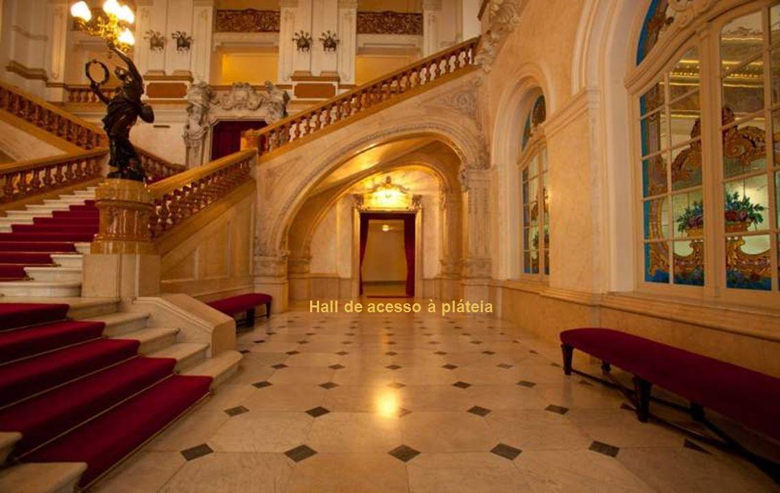 Hall de acesso à pláteia