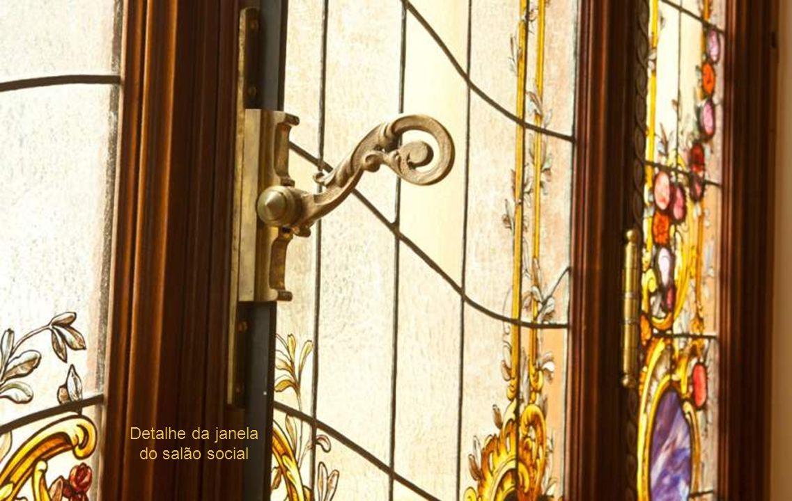 Detalhe da janela do salão social