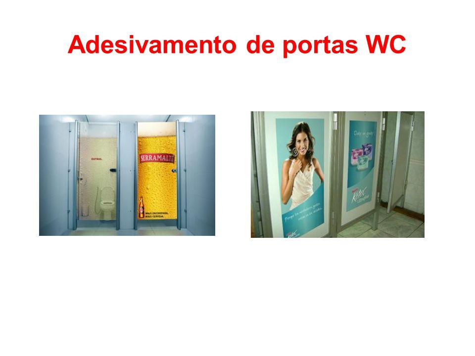Adesivamento de portas WC