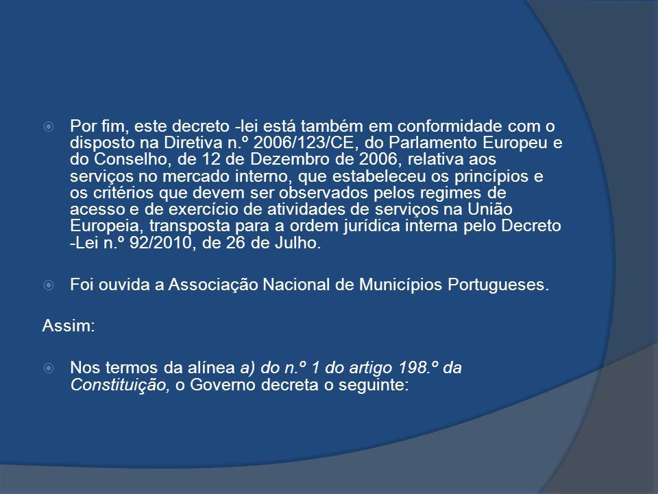 Por fim, este decreto -lei está também em conformidade com o disposto na Diretiva n.º 2006/123/CE, do Parlamento Europeu e do Conselho, de 12 de Dezembro de 2006, relativa aos serviços no mercado interno, que estabeleceu os princípios e os critérios que devem ser observados pelos regimes de acesso e de exercício de atividades de serviços na União Europeia, transposta para a ordem jurídica interna pelo Decreto -Lei n.º 92/2010, de 26 de Julho.