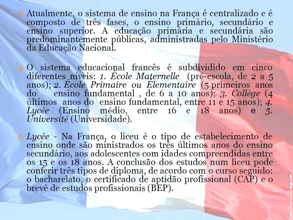 Atualmente, o sistema de ensino na França é centralizado e é composto de três fases, o ensino primário, secundário e ensino superior. A educação primária e secundária são predominantemente públicas, administradas pelo Ministério da Educação Nacional.