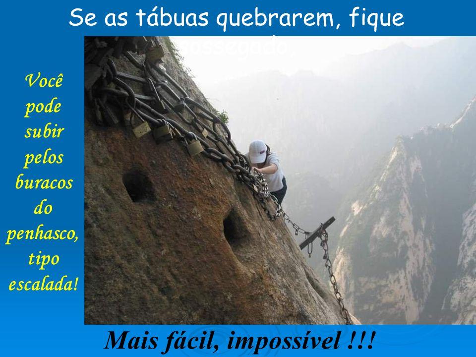 Você pode subir pelos buracos do penhasco, tipo escalada!