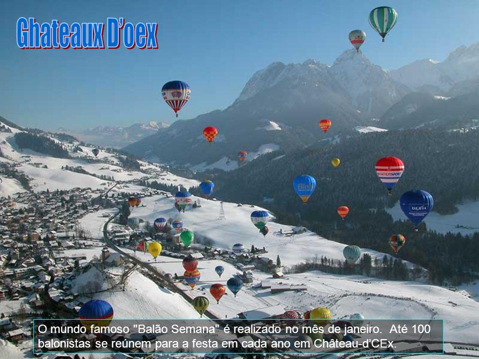 Ghateaux D'oex O mundo famoso Balão Semana é realizado no mês de janeiro.