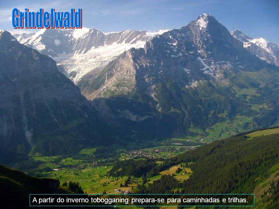 Grindelwald A partir do inverno tobogganing prepara-se para caminhadas e trilhas.