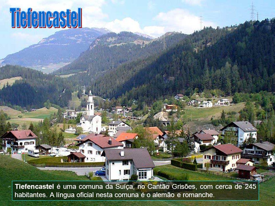 Tiefencastel Tiefencastel é uma comuna da Suíça, no Cantão Grisões, com cerca de 245 habitantes.