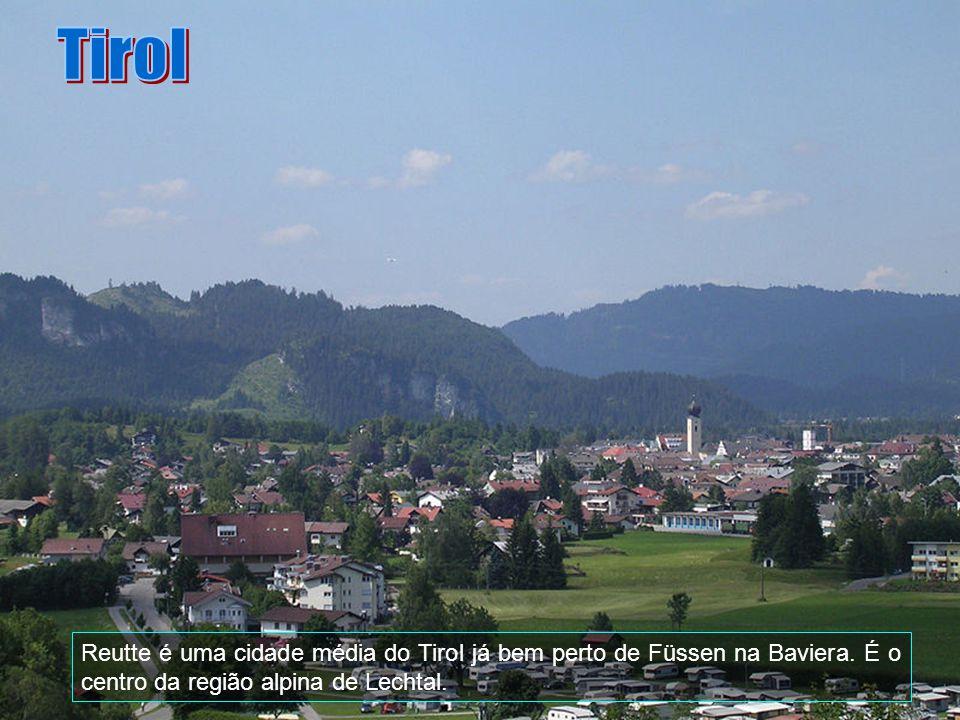 Tirol Reutte é uma cidade média do Tirol já bem perto de Füssen na Baviera.