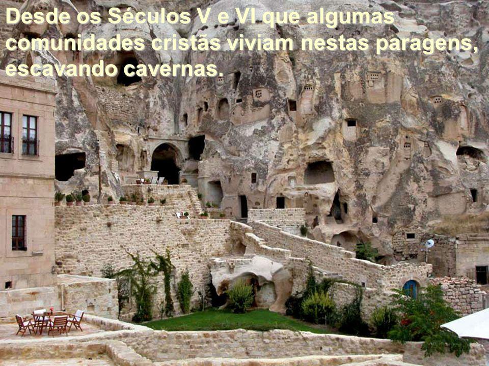 Desde os Séculos V e VI que algumas comunidades cristãs viviam nestas paragens, escavando cavernas.