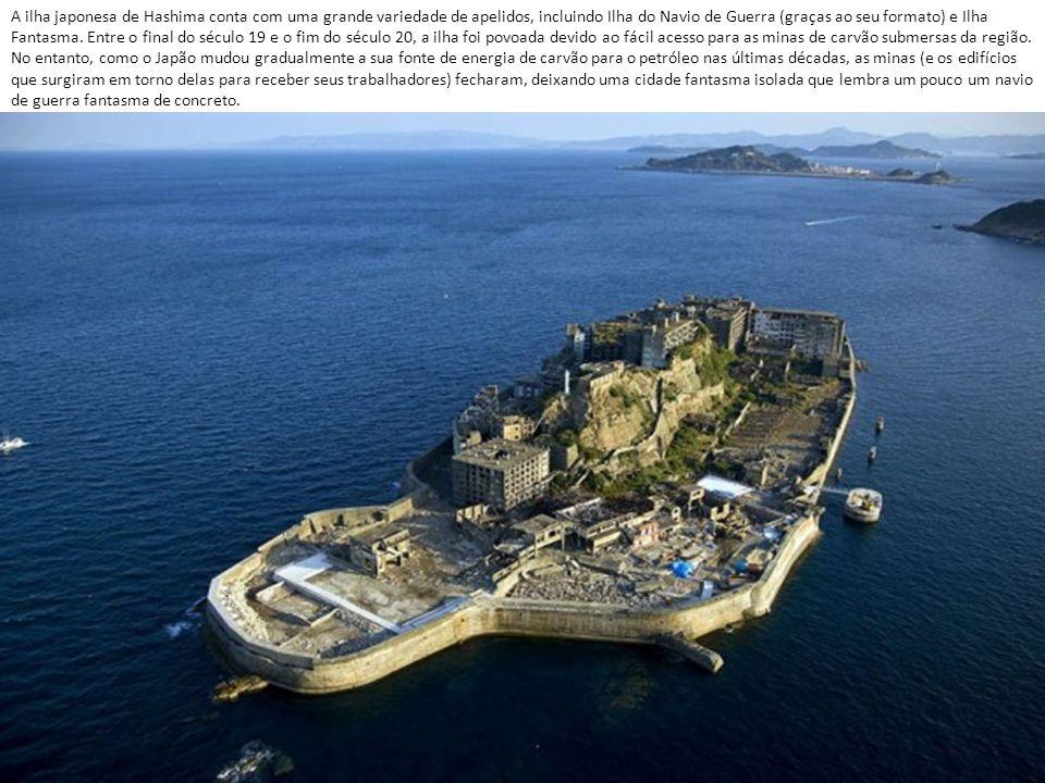 A ilha japonesa de Hashima conta com uma grande variedade de apelidos, incluindo Ilha do Navio de Guerra (graças ao seu formato) e Ilha Fantasma.
