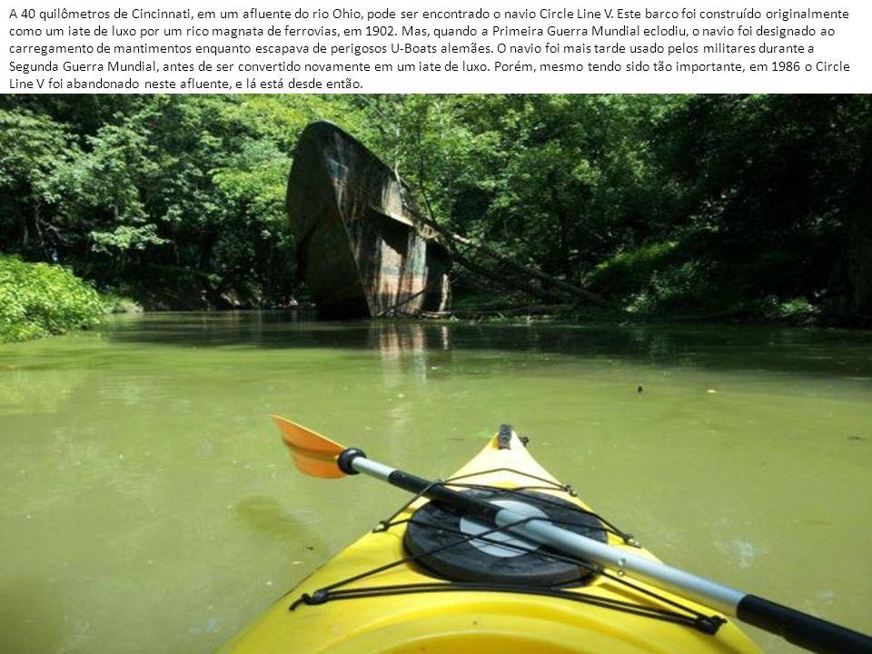 A 40 quilômetros de Cincinnati, em um afluente do rio Ohio, pode ser encontrado o navio Circle Line V.