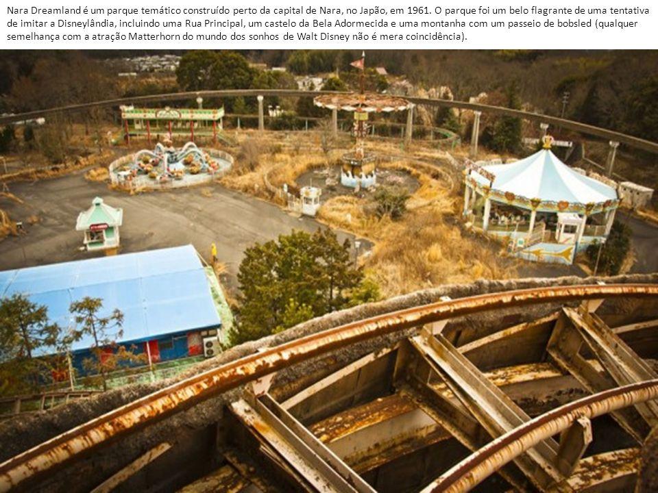 Nara Dreamland é um parque temático construído perto da capital de Nara, no Japão, em 1961.