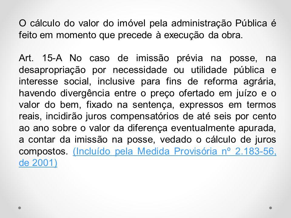 O cálculo do valor do imóvel pela administração Pública é feito em momento que precede à execução da obra.
