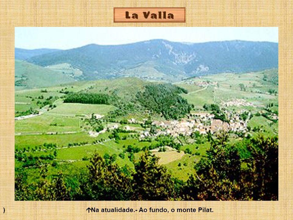 ) á Na atualidade.- Ao fundo, o monte Pilat.