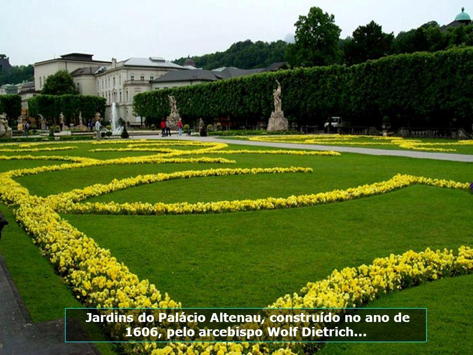 Jardins do Palácio Altenau, construído no ano de 1606, pelo arcebispo Wolf Dietrich...