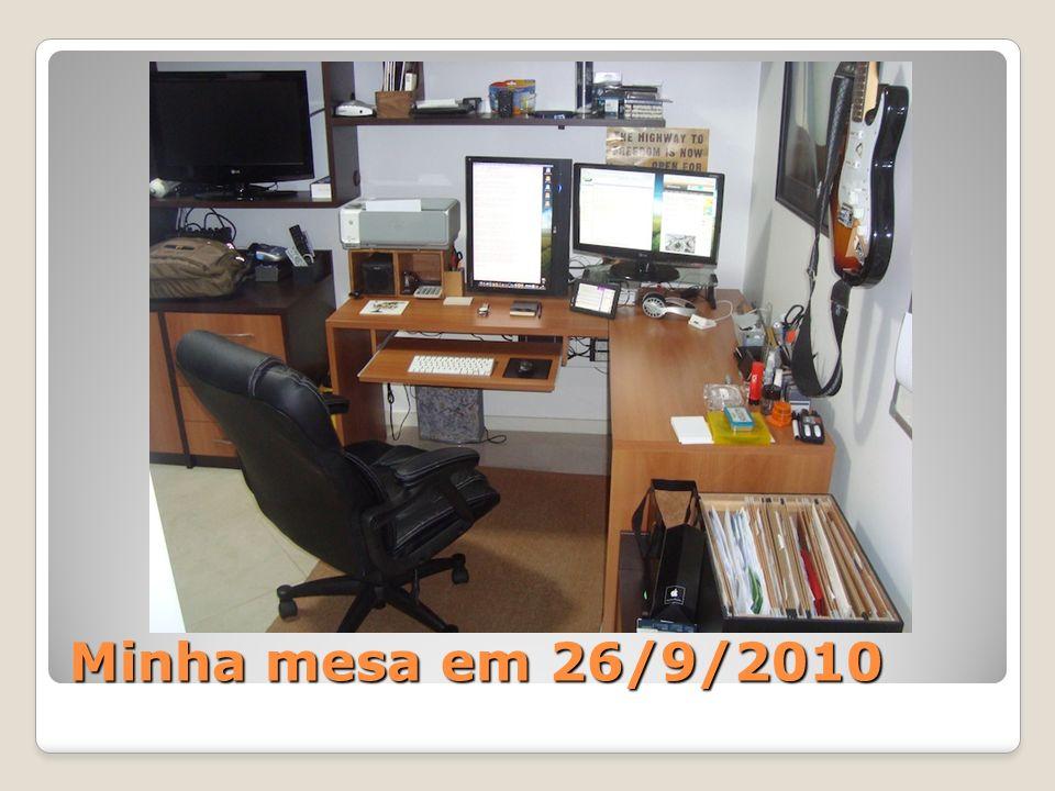 Minha mesa em 26/9/2010