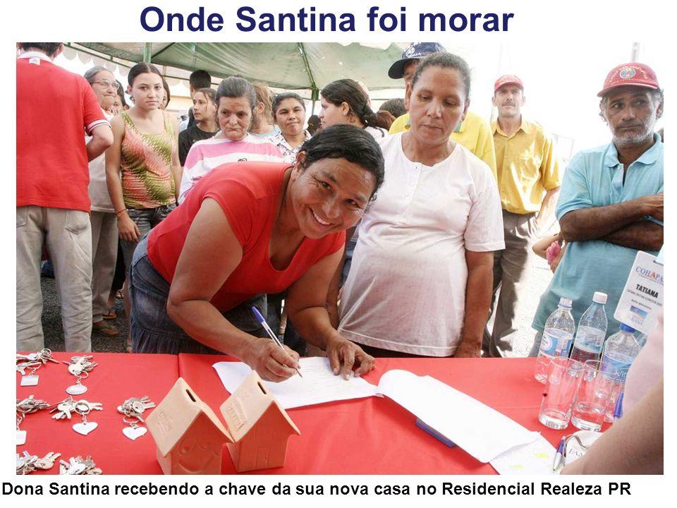 Onde Santina foi morar Dona Santina recebendo a chave da sua nova casa no Residencial Realeza PR