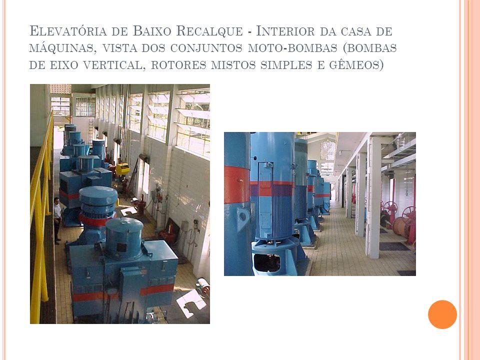 Elevatória de Baixo Recalque - Interior da casa de máquinas, vista dos conjuntos moto-bombas (bombas de eixo vertical, rotores mistos simples e gêmeos)