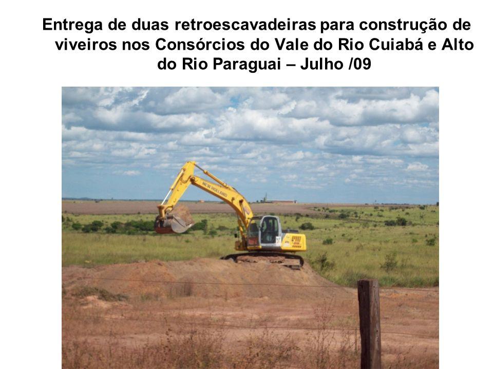 Entrega de duas retroescavadeiras para construção de viveiros nos Consórcios do Vale do Rio Cuiabá e Alto do Rio Paraguai – Julho /09