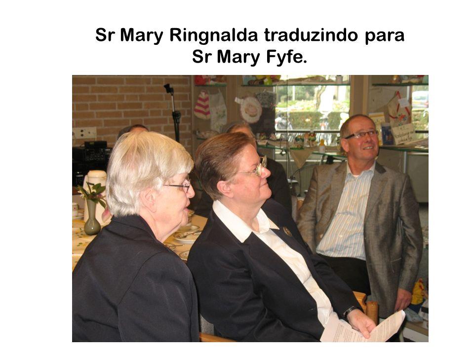 Sr Mary Ringnalda traduzindo para Sr Mary Fyfe.