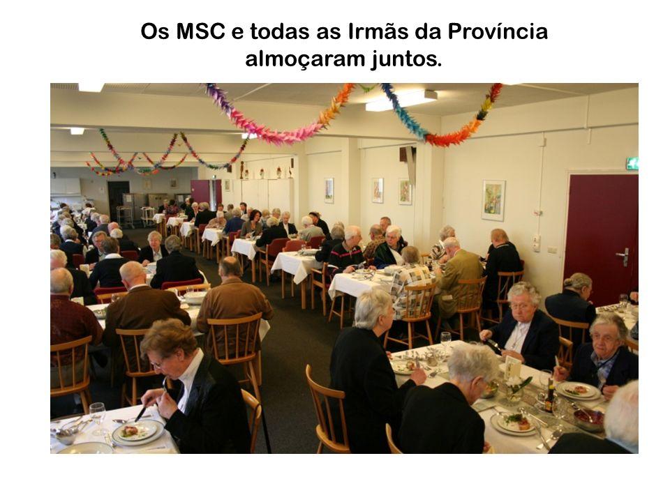 Os MSC e todas as Irmãs da Província almoçaram juntos.