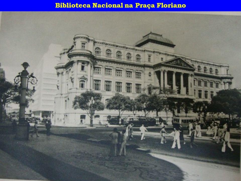 Biblioteca Nacional na Praça Floriano