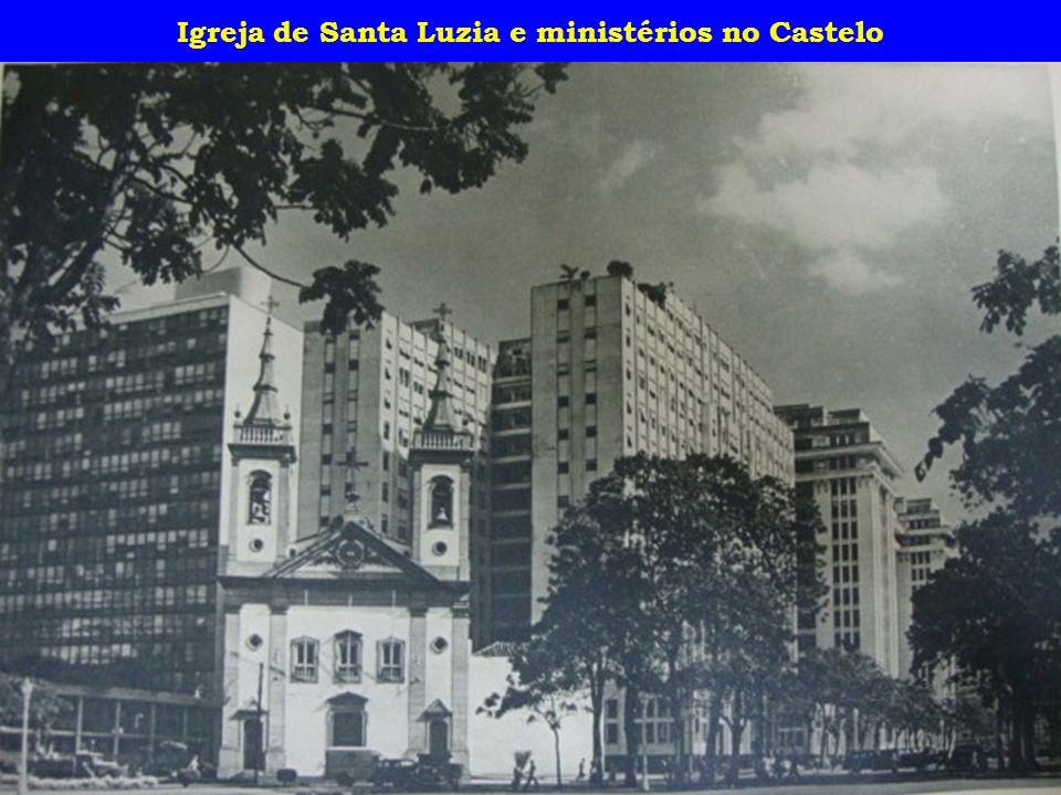Igreja de Santa Luzia e ministérios no Castelo