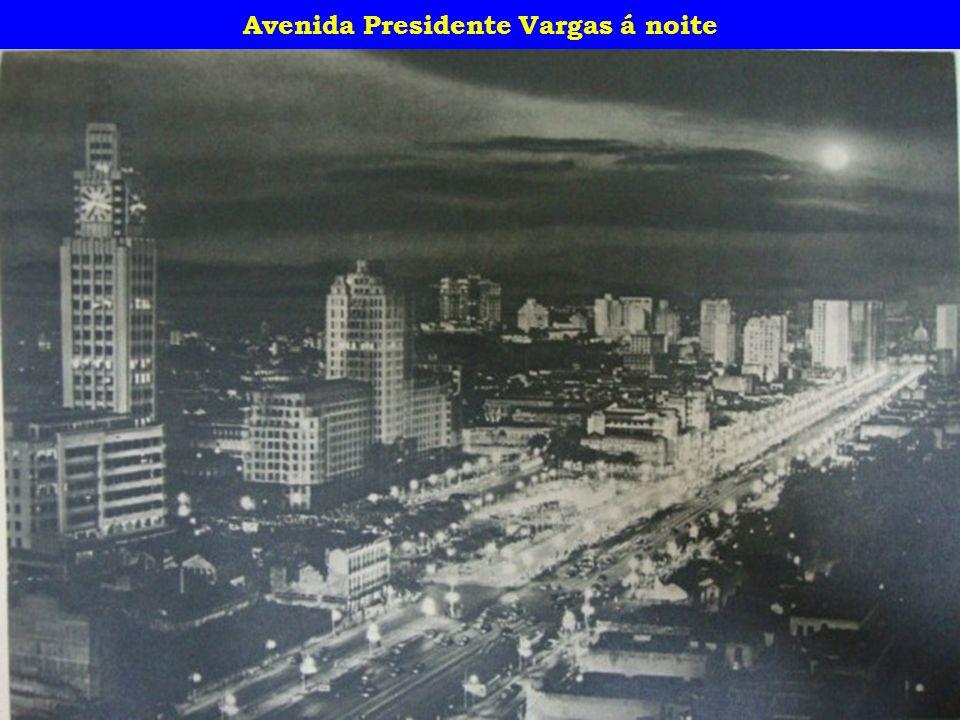 Avenida Presidente Vargas á noite