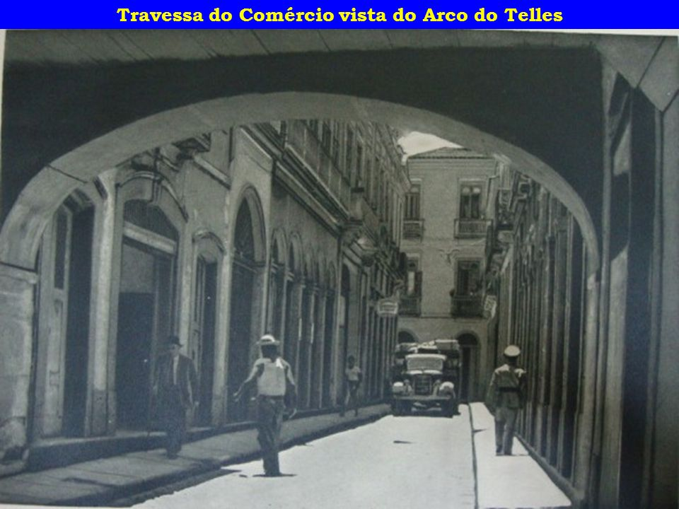 Travessa do Comércio vista do Arco do Telles
