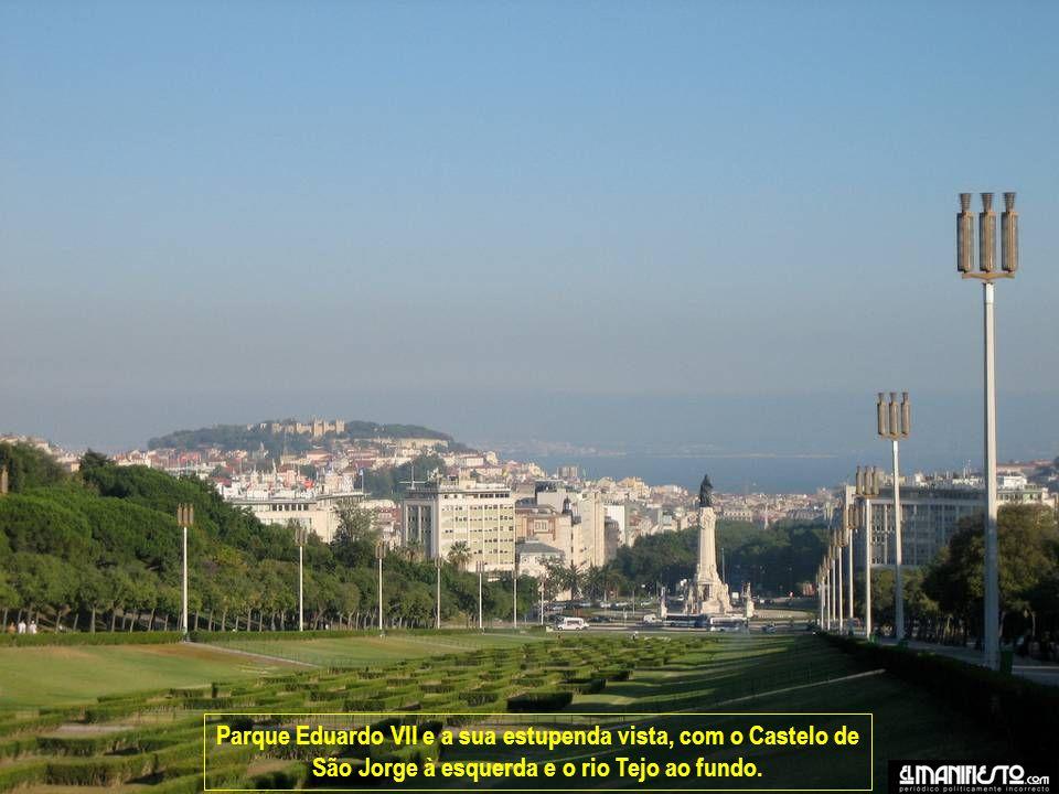 Parque Eduardo VII e a sua estupenda vista, com o Castelo de São Jorge à esquerda e o rio Tejo ao fundo.