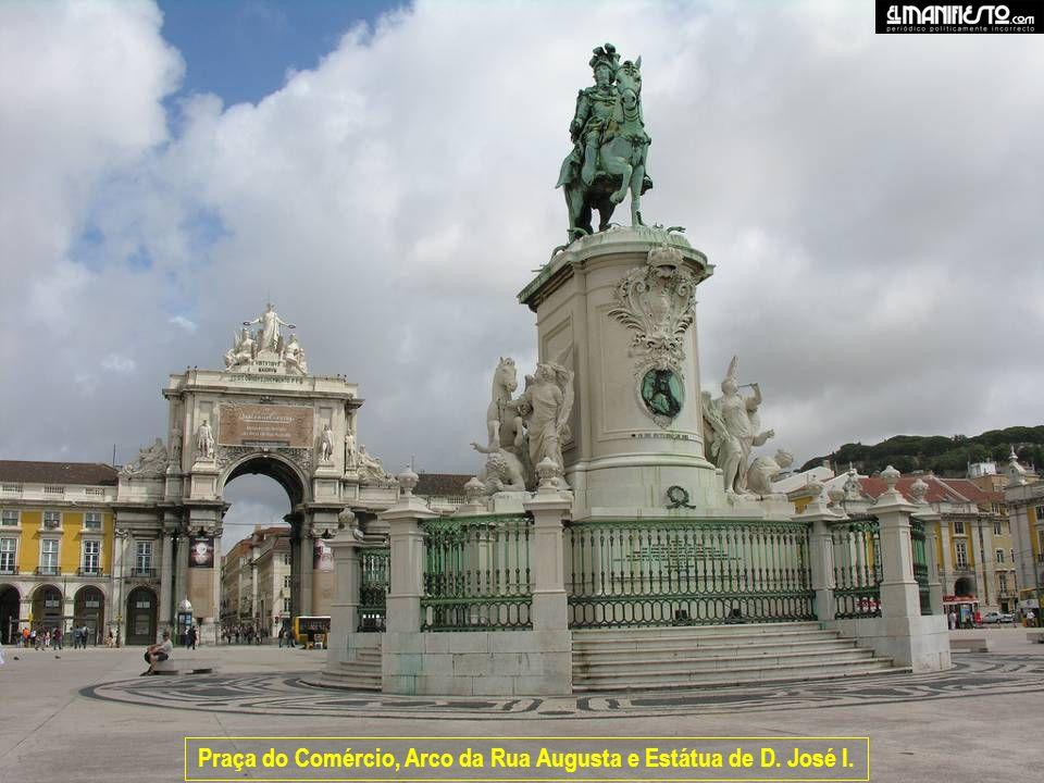 Praça do Comércio, Arco da Rua Augusta e Estátua de D. José I.
