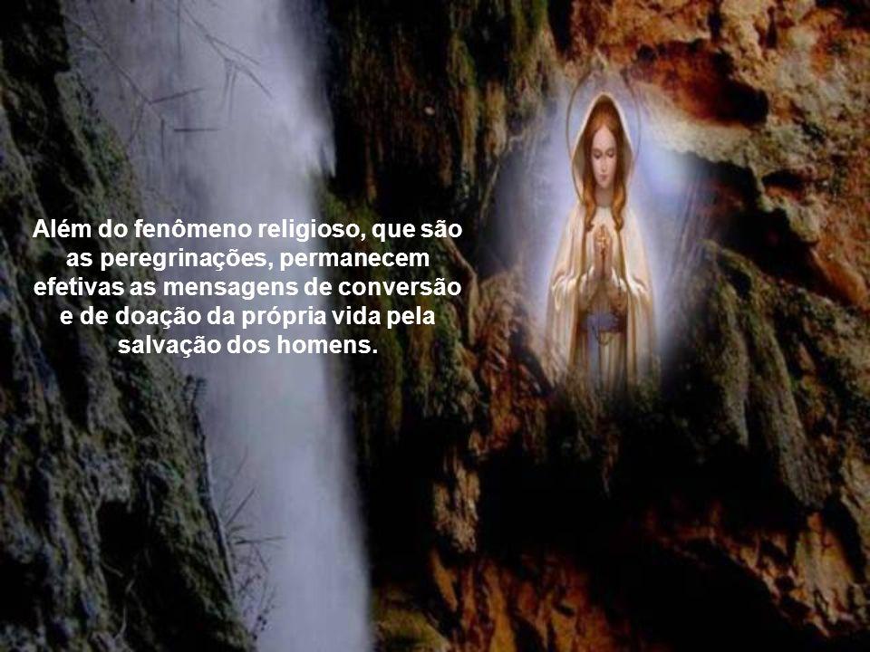 Além do fenômeno religioso, que são as peregrinações, permanecem efetivas as mensagens de conversão e de doação da própria vida pela salvação dos homens.