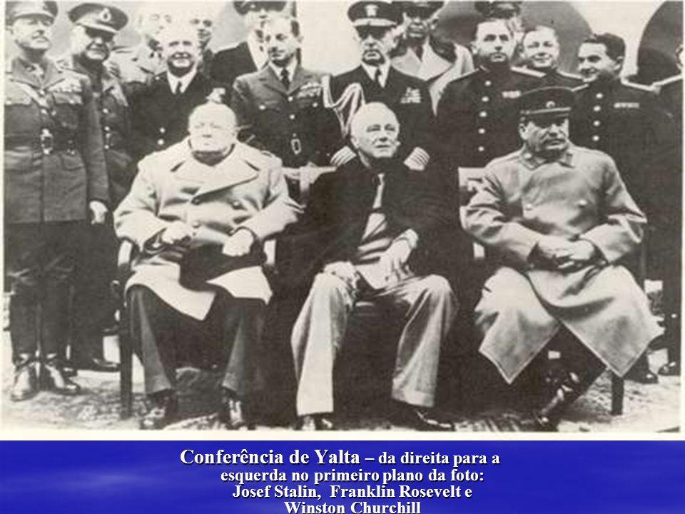 Conferência de Yalta – da direita para a esquerda no primeiro plano da foto: Josef Stalin, Franklin Rosevelt e Winston Churchill