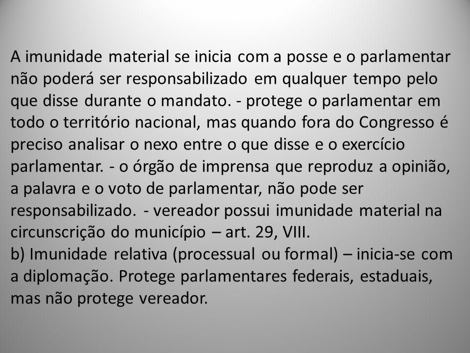 A imunidade material se inicia com a posse e o parlamentar não poderá ser responsabilizado em qualquer tempo pelo que disse durante o mandato.