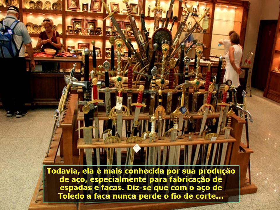IMG_1007 - ESPANHA - TOLEDO - ARTESANATO ESPADAS-700