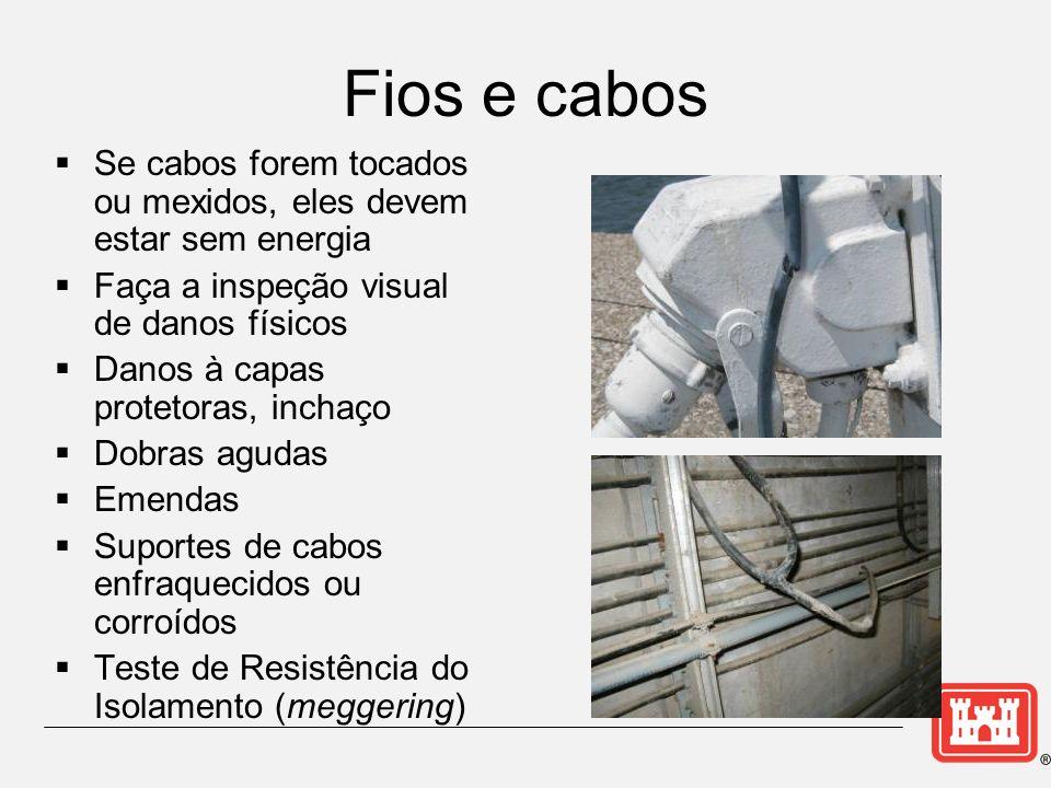 Fios e cabos Se cabos forem tocados ou mexidos, eles devem estar sem energia. Faça a inspeção visual de danos físicos.